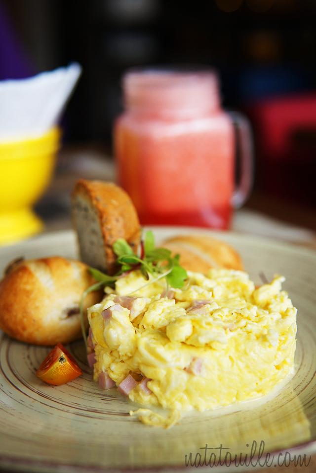 Desayuno Americano con Jugo de Fresa_ALZO