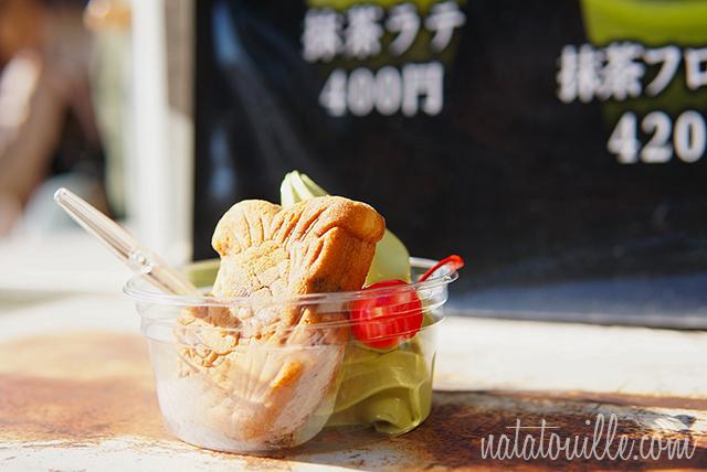 Helado de Té verde junto a un pastelito del Pez Dorado