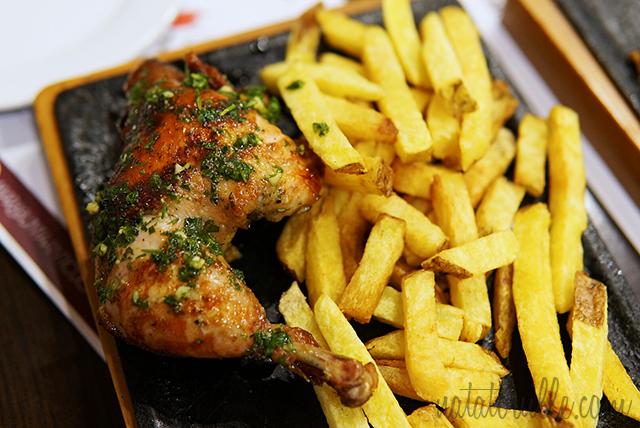 Pollo a la Leña con Salsa Chimichurri
