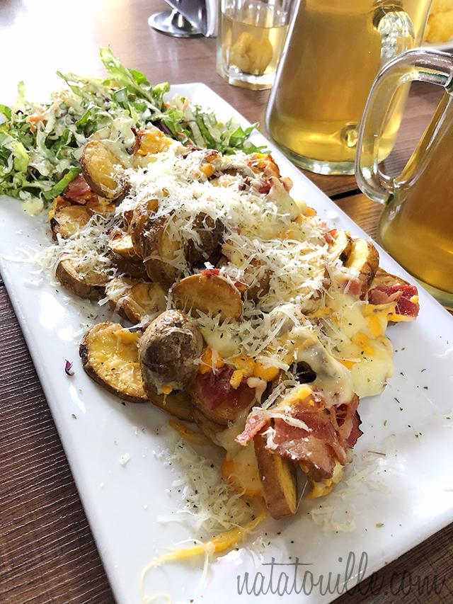 Salchipapa Obrera con 3 quesos y tocino